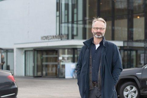 INNKALLER TIL EKSTRAORDINÆRT FORMANNSKAPSMØTE: Lillestrøm-ordfører Jørgen Vik samler den politiske ledelsen fredag morgen. Der vil innstillingen være å stenge videregående skoler.