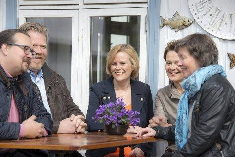 STILNET: Smilene sitter ikke like bredt etter internt bråk etter valgkampen. F.v.: Christian Dyresen, Arne Adolfsen, Gunn-Torill Homme Mathisen, Anne Sofie Riseng og Merete Haug.