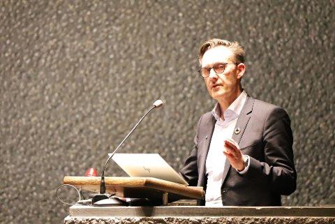 KLAR TALE: Høyre-politiker Håvard Vestgren er tydelig på at fylkesrådets bompengefrykt er rene spekulasjoner.