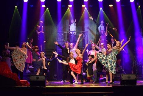 BARN OG UNGDOM: Teatergupper teller rundt 50 unge skuespillere.