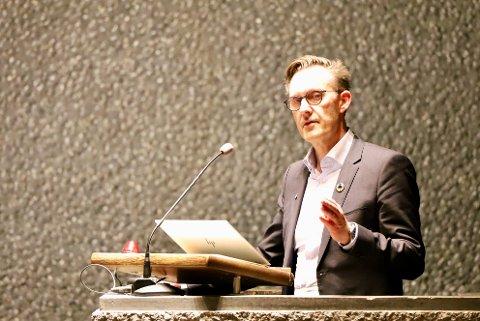 UTSATT: Håvard Vestgren (H) foreslo på vegne av posisjonen en utsettelse og fikk formannskapet med seg på det.