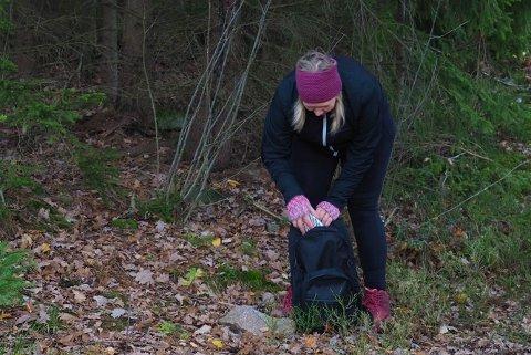 TAR ANSVAR:  Finner mye søppel på mine turer sier Trine Charlott Bråthen.