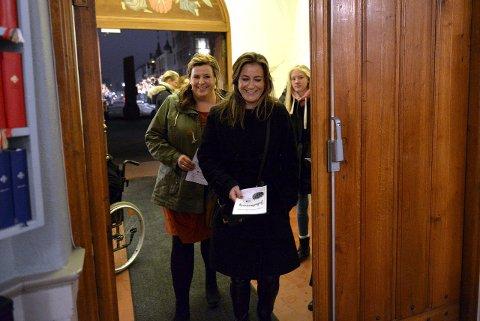 Må hit: Monica Hoffstedt Moe (foran) og Charlotte Bjerkeseth Westbye gledet seg til litt julestemning.