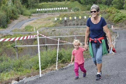 Løp med Mormor: Ada Josefine Knoop (3) og mormor Anne-Berit Rasmussen fra Tønsberg løp sammen i N-Åpen-klassen.