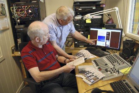 FORNØYDE: Geir Øynes (t.v.) og Ole Hetlesæther er fornøyde med utviklingen til Sandefjordsradioen og er sikre på at lyttertallet vil øke.