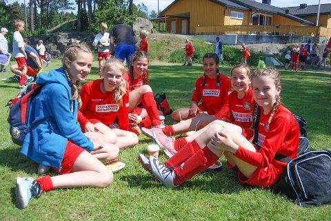 HAR ET GODT SAMHOLD: Helene Karlsen (13, f.v.), Helene Kristiansen (12), Alma Røttingen (12), Ida Stangeland (12), Tale Kalberg (12) og Rikke Lorenzen (13) var fornøyde med innsatsen i cupen.