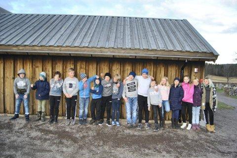 ETTER SKOLETID: 15-20 barna fra 5. til 7. klasse møtes annenhver mandag på kirkestua i Høyjord.