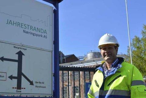 JAHRESTRANDA: Eier Henning Moell er i forhandlinger med flere aktører om lagring av fiskeolje i de ledige tankene på Vindal.