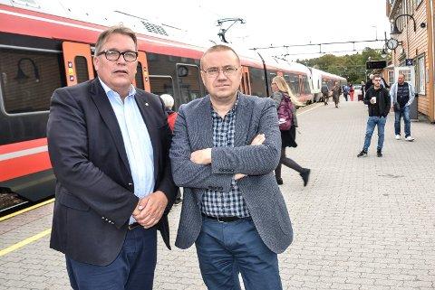BER OM FORTGANG: Stortingsrepresentant Sverre Myrli (Ap, Akershus) og fylkespolitiker Arve Høiberg (Ap, til høyre) mener Regjeringen skyver InterCity-utbyggingen ut i det blå.