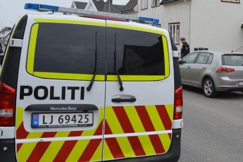 LIKFUNN: Politi og ambulanse rykket ut da det ble funnet en død person i Sandefjord sentrum.