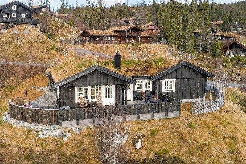 POPULÆRT: I følge megler Tore Solberg er Gaustablikk blitt et populært hyttemarked for Vestfoldinger. Denne hytta hadde visning i dag, og Solberg sier det var stor interesse.