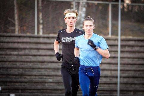 LANG OPPKJØRING: Det er ingen store treningsgrupper som samles i disse dager. For Simen Halle Haugen og kameraten Jonatan Vedvik blir det flest økter alene, men intervallene tar de to sammen.