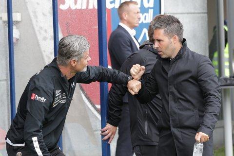 USIKKER FRAMTID: Martì Cifuentes, her med Mjøndalens trener Vegard Hansen, har kontrakt ut årets sesong. SF-treneren vil ikke utelukke at han er i SF også i 2021, men at det er opp til klubben å tilby han ny avtale.