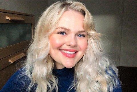 STOR SUKSESS: På YouTube og Tik Tok poster Olivia Kyvik  videoer om norsk kultur og språkvideoer der hun lærer bort norsk til spansktalende under brukernavnet @LaVikingaLatina.