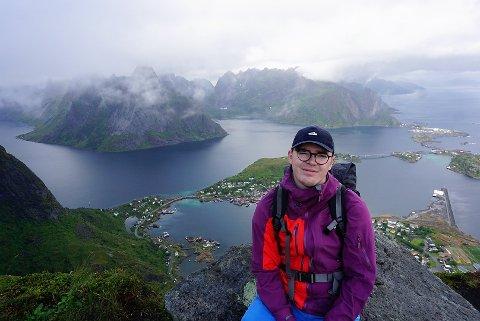 TILBAKE I NORGE: Sandefjordingen Sebastian Hytten (25) bodde og studerte fire år utenlands, før han flyttet tilbake til Norge igjen i sommer. – Årene i andre land ga meg mye. Jeg lærte mye om både meg selv, andre kulturer og språk. Og jeg ble veldig selvstendig, sier Sebastian, som vil oppfordre andre unge til å velge utenlandsstudier.