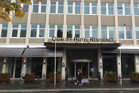 Færre bookinger, men effekten av korona har ennå ikke nådd hotellnæringen i Sandnes sentrum.