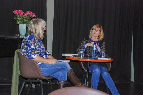 DRAMATISK: Sigrun Slapgard har skrevet bok om Sigrid Undset tidligere. Nå er hun aktuell med boka «Maleren», om Anders Svarstad og hans lidenskapelige og dramatiske forhold til Undset. Litteraturukeleder Torill Stokkan var bokbader. foto: Marte-Kari Melkerud