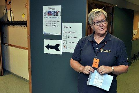 Skuffet: Stemmestyreleder Jorun Nordlie kan bare konstatere at færre stemte ved Alvim valgkrets enn ved forrige valg. Foto: Jarl Morten Andersen