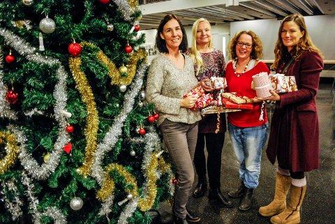FRIVILLIG ARBIED: Anette Ravneng, Ingvild Toftner, Margrethe Stang og Ann Helen Hjemli er noen av dem som sørger for en fin julefeiring for 80 sarpinger på Aktivitetshuset Epa på julaften.