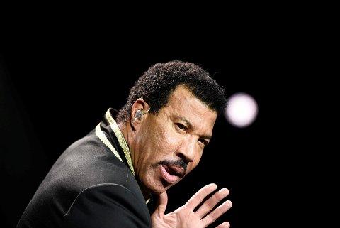 BYR PÅ SEG SELV: Lionel Richie hadde London-publikummet i sin hule hånd.