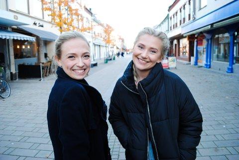 GLEDER SEG: Ingeborg Walther og Malin Joneid Ellefsen har sikret god Sarpsborg-deltakelse i The Voice. De er to av åtte deltakere igjen i det TV2-sendte programmet.