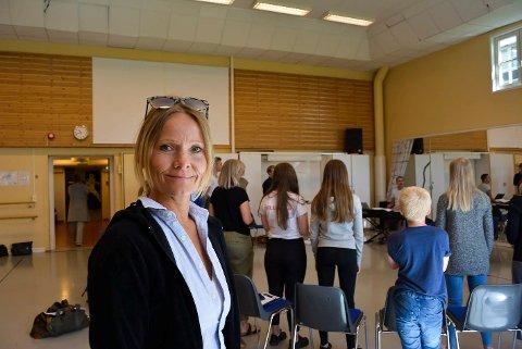 LOVPRISER: Marita Rognøy, prosjektleder for Den Hvite Dame, skryter masse av sarpingene som er med i årets familiemuskal.