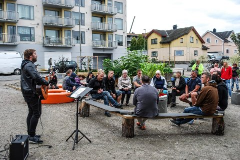 OVERDOSEDAGEN: Jonas Groth sang da Verdens overdosedag ble markert i Byhagen.