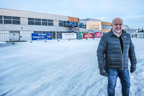 SATSER PÅ HANDEL: Frigaard satser mer på handel, og har investert i butikklokaler på Rolvsøy. Nå starter oppussingen, forteller daglig leder Terje Nicolaysen i Frigaard Eiendom.