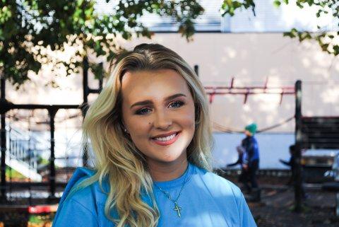 """YouTuberen Hanna Martine Slåttland Baller (18) fra Sarpsborg er nominert i to kategorier i den prestisjetunge """"Gullsnutten""""-utdelingen i Oslo i april."""