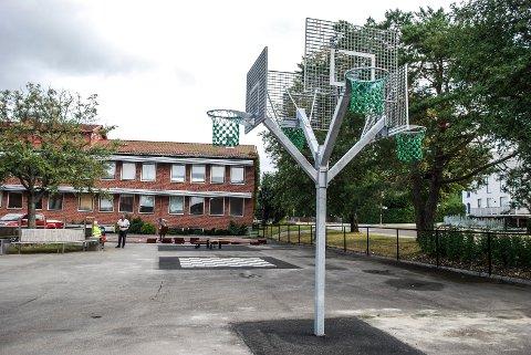 Sarpsborg kommune har foreløpig ikke planer om å stenge ned Kruseløkka ungdomsskole eller noen av de andre skolene i Sarpsborg som følge av det høye smittetrykket den siste uka.