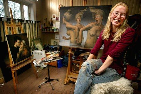 GÅR DIGITALT: Sarpsborg-kunstneren Monika Helgesen går nye veier i kampen mot koronaviruset. Søndag kveld arrangerer hun en digital-utstilling på sin egen Facebook og Instagram.