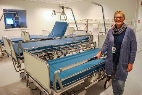 ER NØDVENDIG: Prosessdirektør Liv Marit Sundstøl synes ikke det er optimalt at pasienter blir flyttet under sykehusopphold, men mener det er nødvendig.