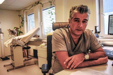 ERFAREN FASTLEGE: Faris Abbas er hovedtillitsvalgt for for allmennleger i Sarpsborg og har jobbet som lege ved Gleng Legesenter i 12 år.