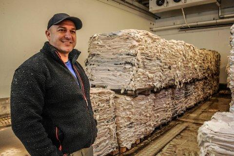 MILLIONOMSETNING: Tufan Yurt styrer Norilia-anlegget med stø hånd. I år omsetter bedriften for nærmere 300 millioner kroner.