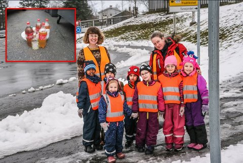 ÆSJ!: Her lå flaskene - rett ved rundkjøringen ved Biltema. Fra venstre: Ahmed (5), Danyal (5). Emina (5), Damian (5), Mina Nür (6), Arisa (6) og Jessica (6).