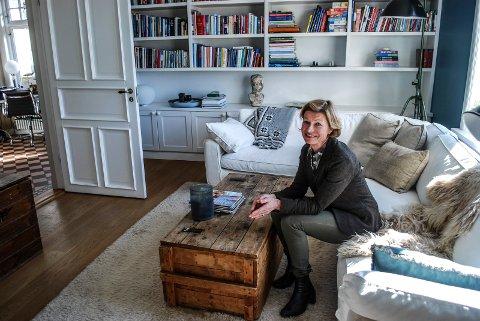 FLYTTER SNART: Johanne Skolt har bodde i Sandesundsveien 34 siden 2006. Nå selger hun og ektemannen huset  - og flytter til Oslo.