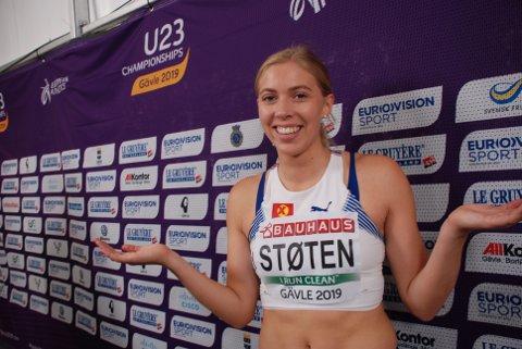 Magdeli Støten slår oppgitt ut med armene og må innse at hun var sjanseløs på å avansere til semifinale på korthekken i U23-EM. (Foto: Jon Wiik)