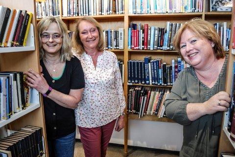 GODE KOLLEGER: Kirsti Sørlie, Ragnhild Oliversen og Birgitte Myrvin kom rett fra skolebenken til ansettelse på biblioteket i 1978. De jobber fortsatt sammen.