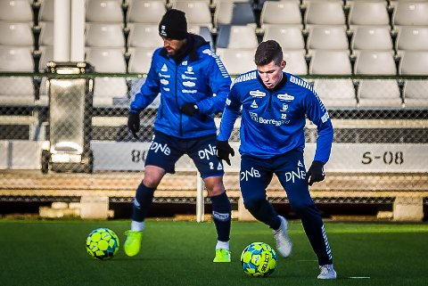 PRØVESPILL: Cene Kitek (t.h.) deltok på sin første trening med Sarpsborg 08 mandag. I bakgrunnen ses Mate Males.