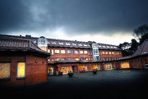 MILLIONER: 57 millioner kroner vil det koste å legge inn nytt ventilasjonsanlegg og nytt teknisk anlegg i Sarpsborg rådhus.