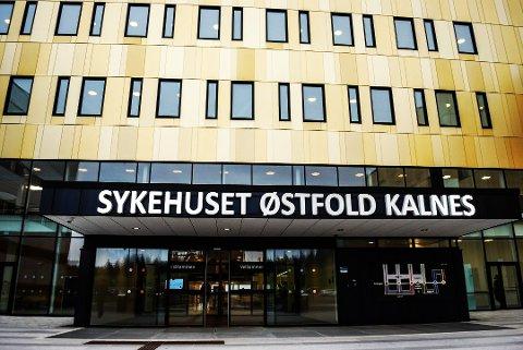 En eldre pasient tapte kampen mot covid-19 på Sykehuset Østfold natt til i går. Den koronasmittede personen var hjemmehørende i Moss. Arkivfoto