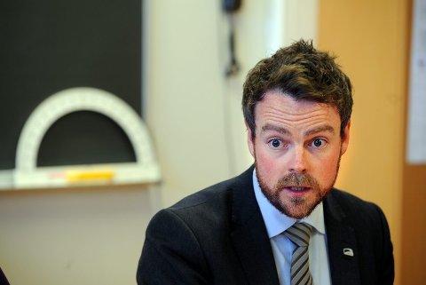 Kunnskapsminister Torbjørn Røe Isaksen får motbør i klasserommene.