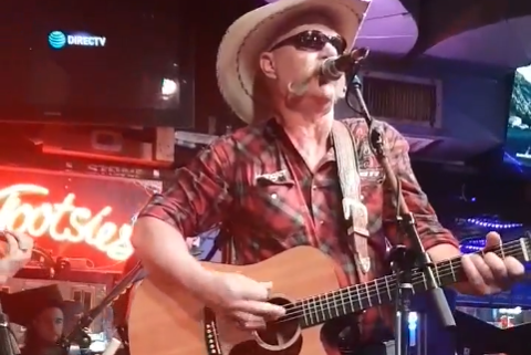 Tor Jota fikk spille på kjent scene i Nashville.