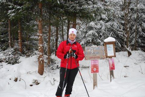 PÅ SKITUR: Anne Nguyen liker ikke at hundelabber tråkker i stykker skiløypene.