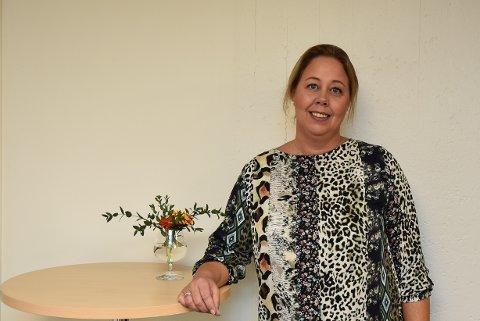 EN HJELPENDE  HÅND: Ann Kristin S. Borgersen er banksjef i SpareBank1 Akershus Østfold avdeling Askim. Nå vil banken hennes hjelpe lag og foreninger som sliter i disse koronatider og har satt av 6 millioner kroner en krisepakke.