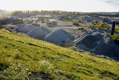 Holtskogen: Først kom Vema Produkter (i bygget i bakgrunnen), nå er flere selskaper på vei inn i næringsparken ved Knapstad.
