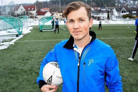 NY HOVEDTRENER: Simen Lövholen har både vært spiller og trener for aldersbestemte lag i Mysen IF tidligere. Nå blir han ny hovedtrener for klubbens A-lag i 6. divisjon.