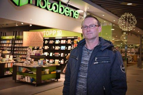 NEDGANG: Adrian Sellstrøm sier nedleggelsene av store butikker som Notabene har preget omsetningstallene. Arkivfoto: Guri Rønning