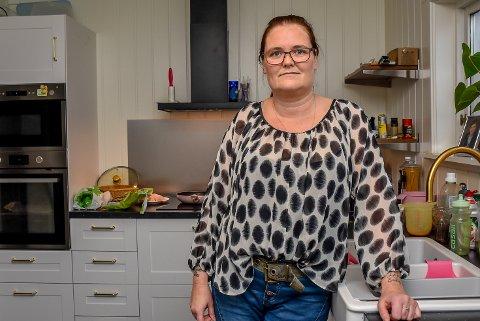 Lene Cecilie Bye (41) ble svindlet for 78.000 kroner. Nå lurer hun på om det kan svare seg å være kjeltring.