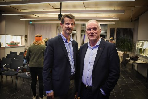 GODT FREMMØTE: Økonomisjef Kjell Liborg og rådmann Per Egil Pedersen var fornøyd med at mange politikere møtte fram for å få med seg budsjettforslaget.